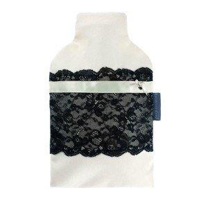 Bouillotte à eau dentelle noire sur fond blanc