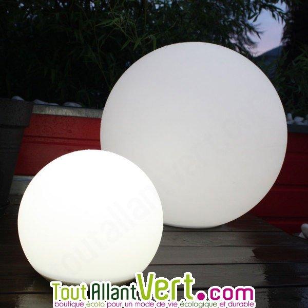 lampe ronde solaire clairage puissant pour terrasse et. Black Bedroom Furniture Sets. Home Design Ideas